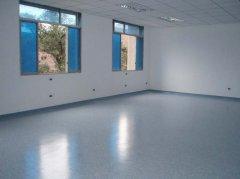 如何应对环氧地坪漆施工时的粉尘危害